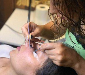 آموزش آرایشگری زنانه | اکستنشن مژه